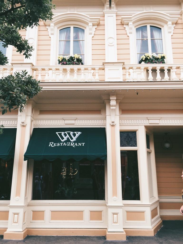 Walt's exterior