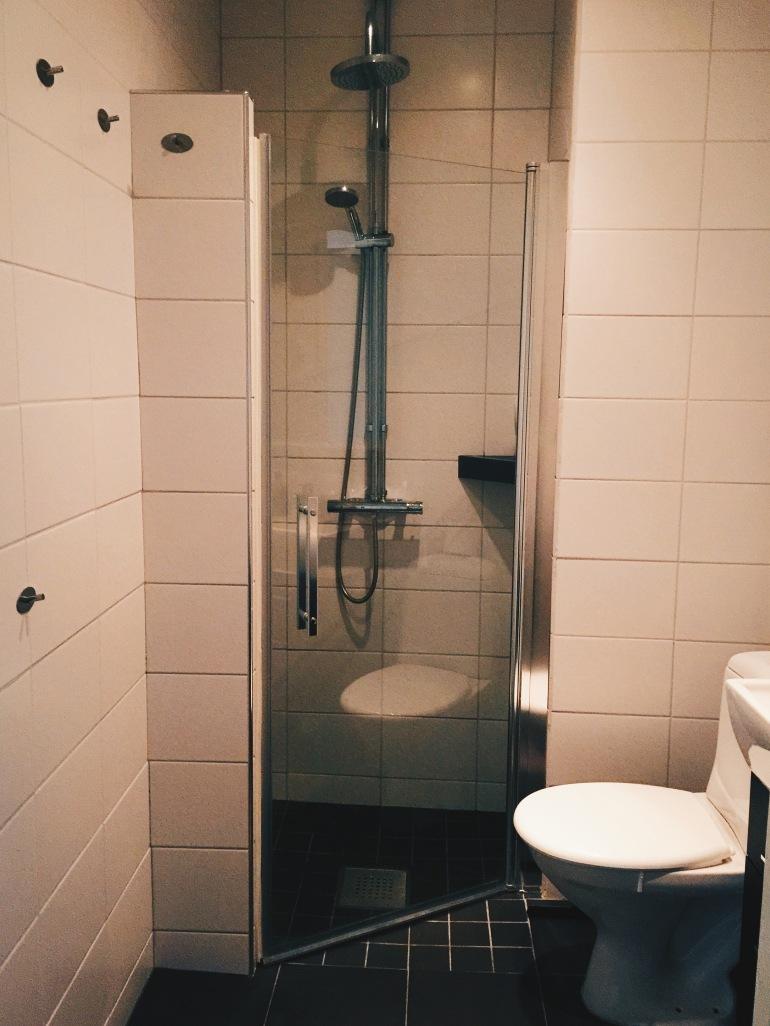 AirBnB - bathroom