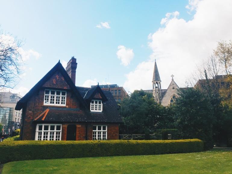 Touristing - St. Stephen's Green - HOUSE
