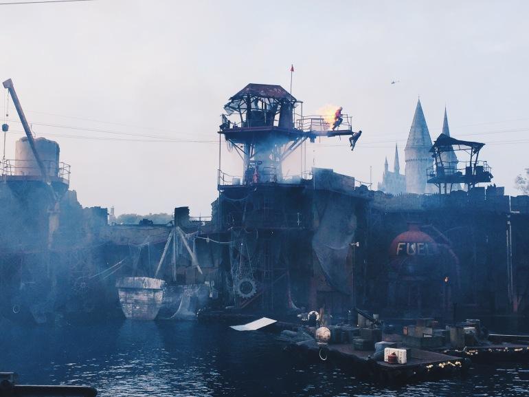 Universal waterworld