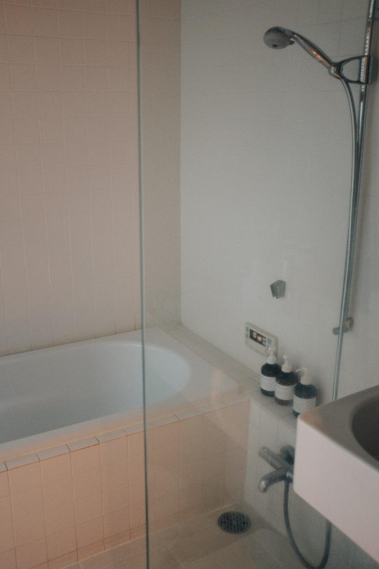 airbnb tub