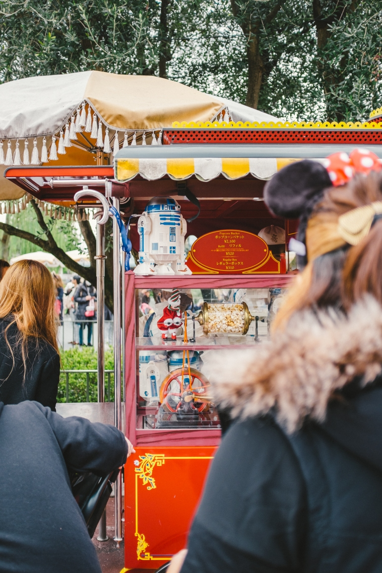 Tokyo Disneyland R2D2