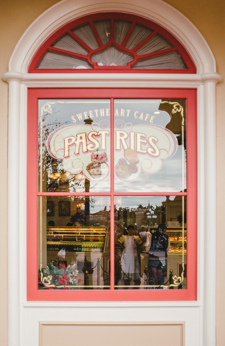 Tokyo Disneyland Sweetheart Cafe